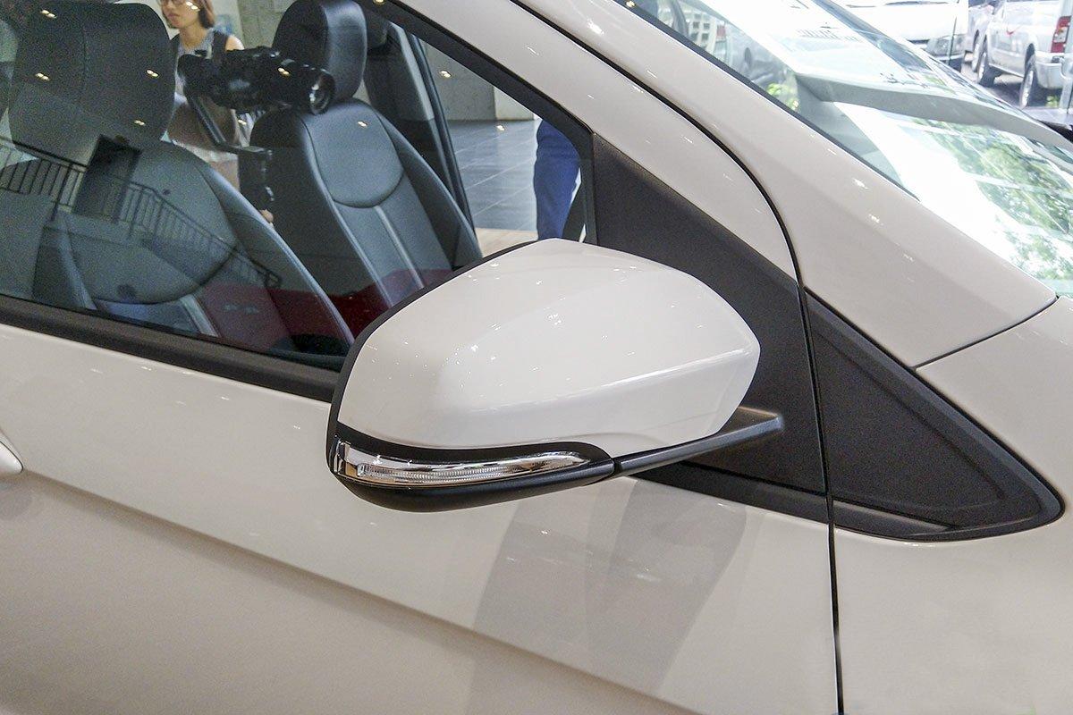 Đánh giá xe VinFast Fadil 2019: Gương chiếu hậu tích hợp xi-nhan dưới dạng tuỳ chọn.