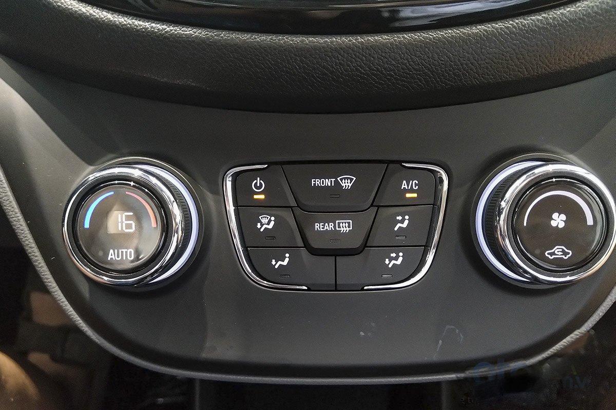 Đánh giá xe VinFast Fadil 2019: Điều hoà tự động tuỳ chọn.