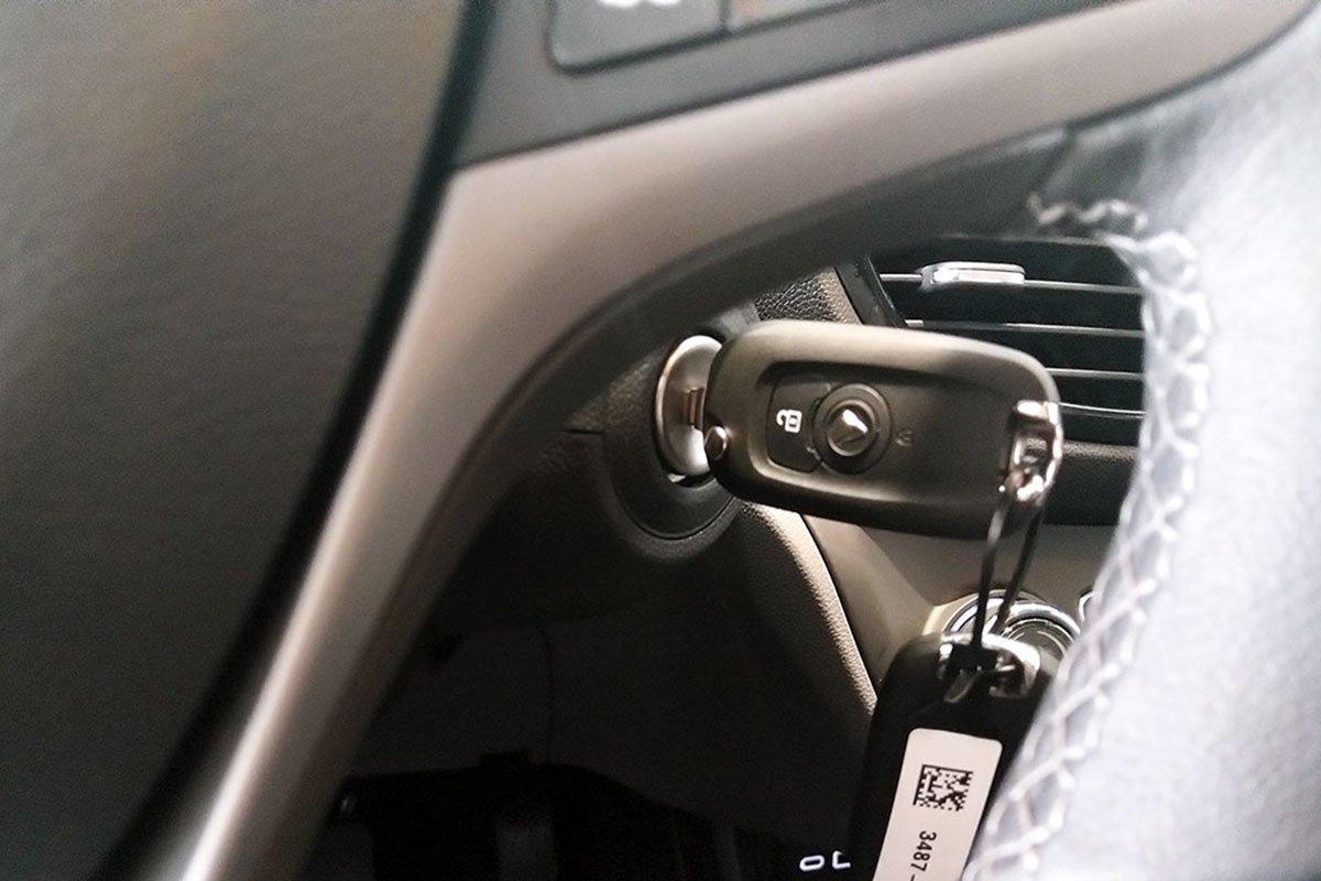 Đánh giá xe VinFast Fadil 2019: Khởi động bằng chìa khoá.