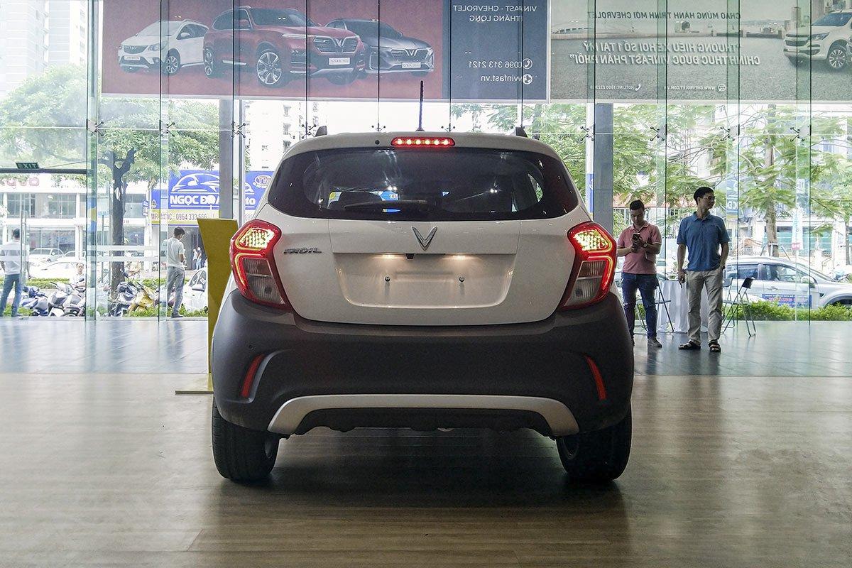 Đánh giá xe VinFast Fadil 2019: Đuôi xe nhìn chính diện.