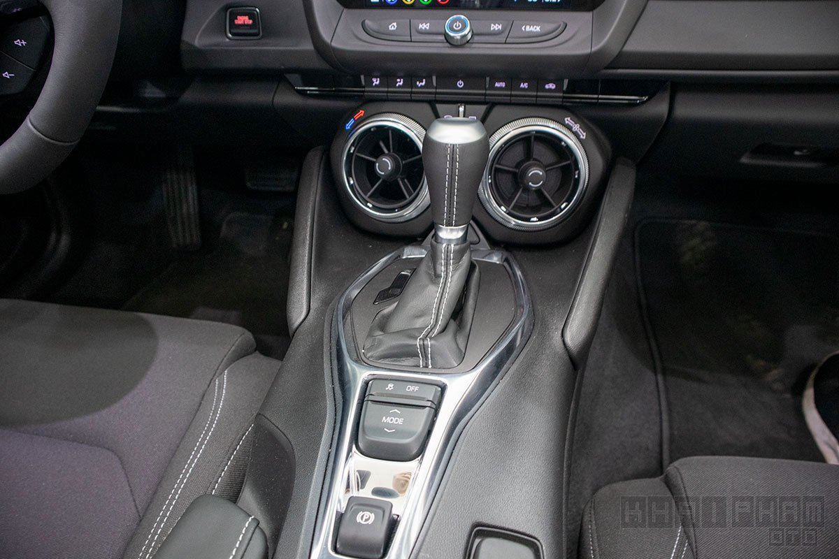 Hình ảnh cần số xe Chevrolet Camaro mui trần 2019-2020