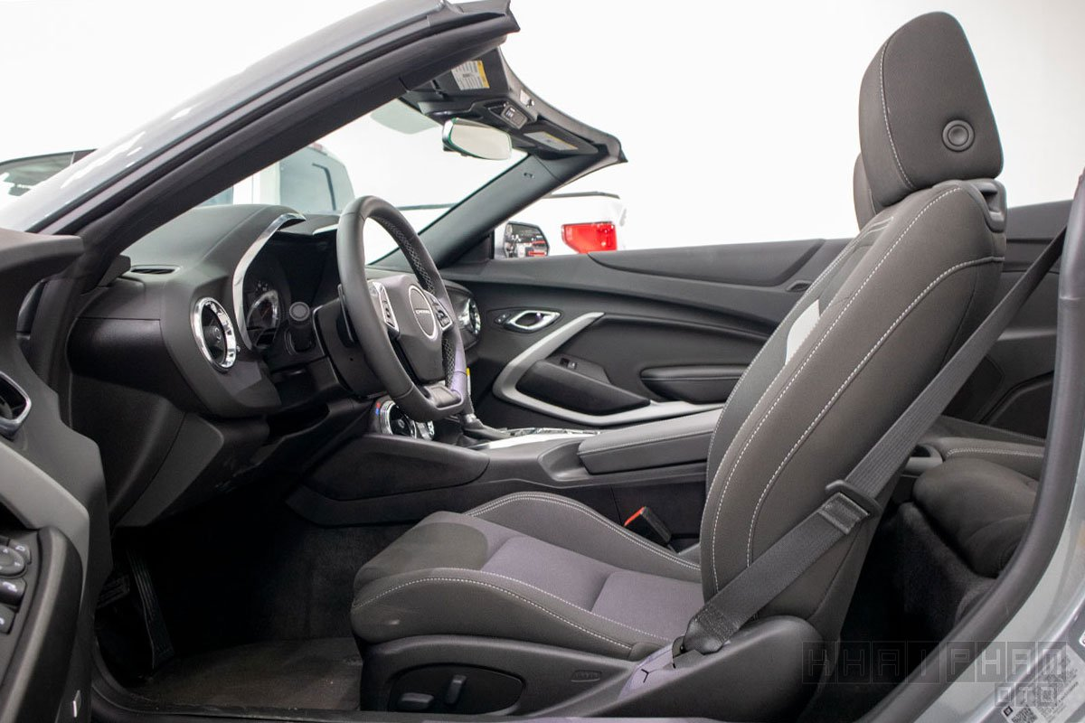 Ảnh chụp ghế ngồi xe Chevrolet Camaro mui trần 2019-2020