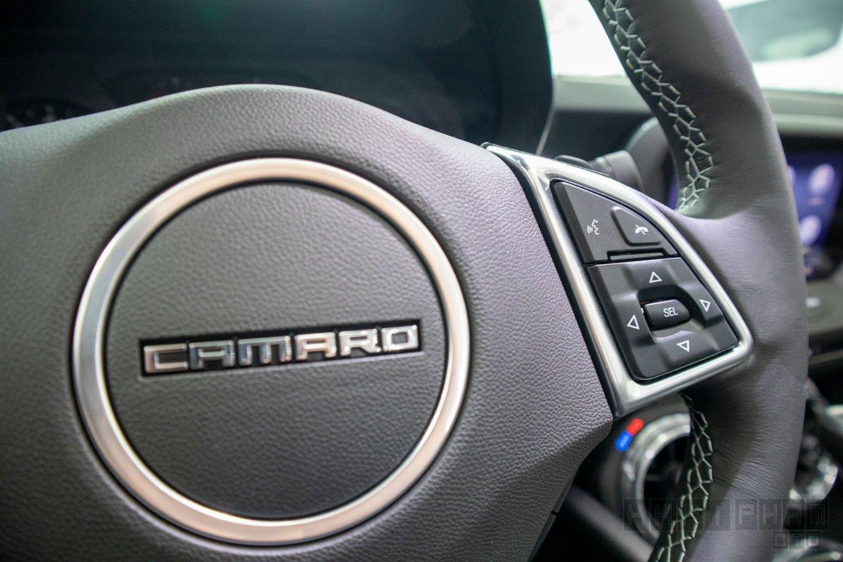 Hình ảnh nút bấm tay lái xe Chevrolet Camaro mui trần 2019-2020
