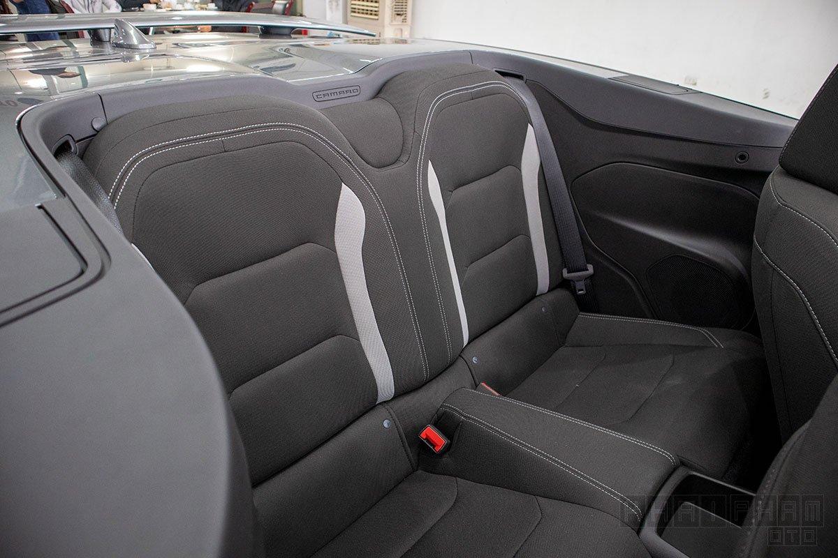 Hình ảnh ghế sau xe Chevrolet Camaro mui trần 2019-2020
