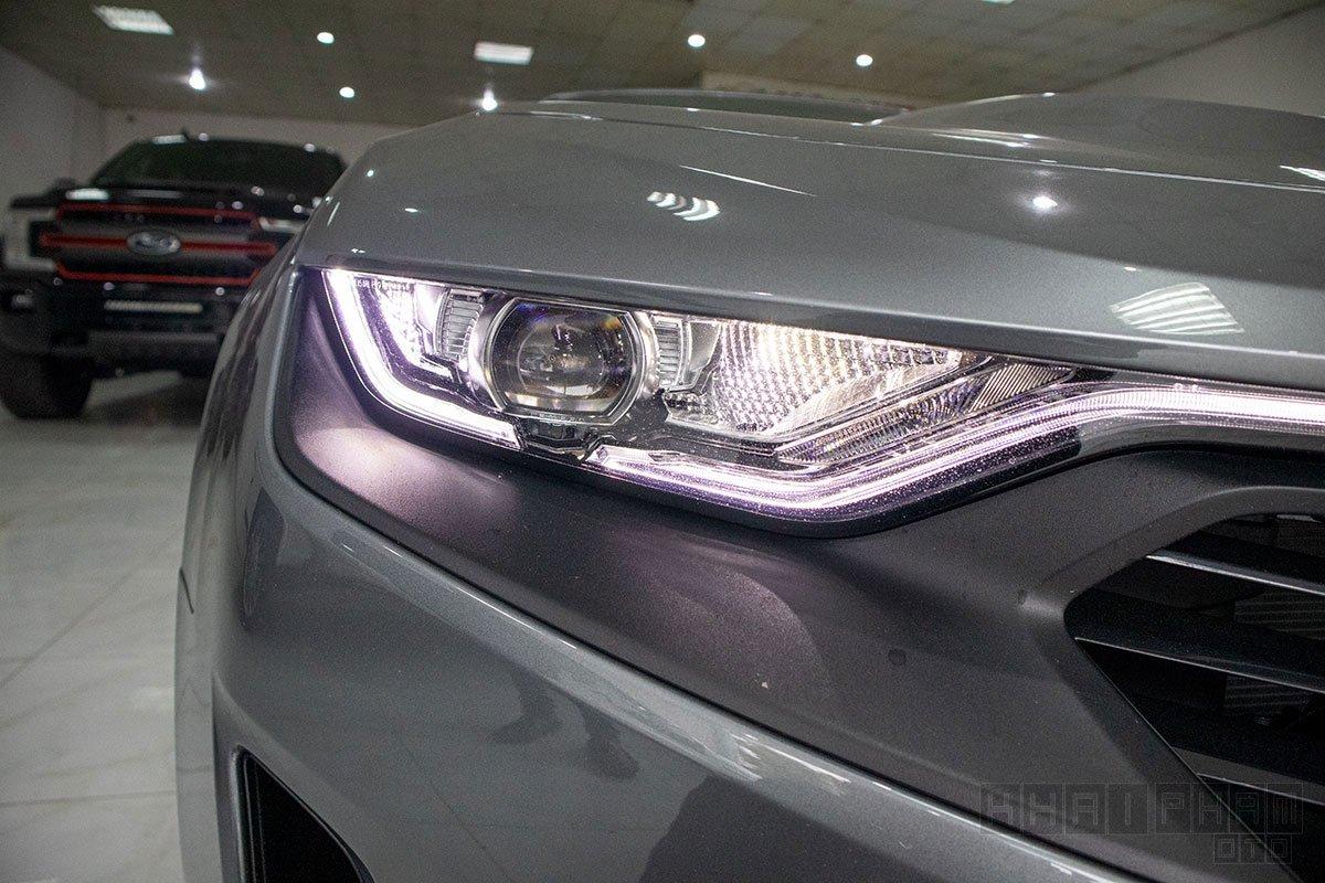Ảnh chụp đèn pha xe Chevrolet Camaro mui trần 2019-2020