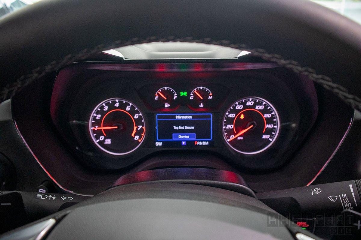 Ảnh chụp cụm đồng hồ xe Chevrolet Camaro mui trần 2019-2020