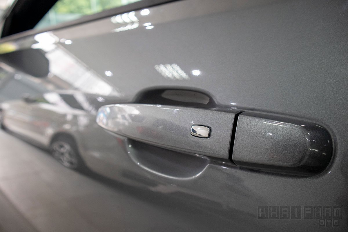 Hình ảnh tay nắm cửa xe Chevrolet Camaro mui trần 2019-2020