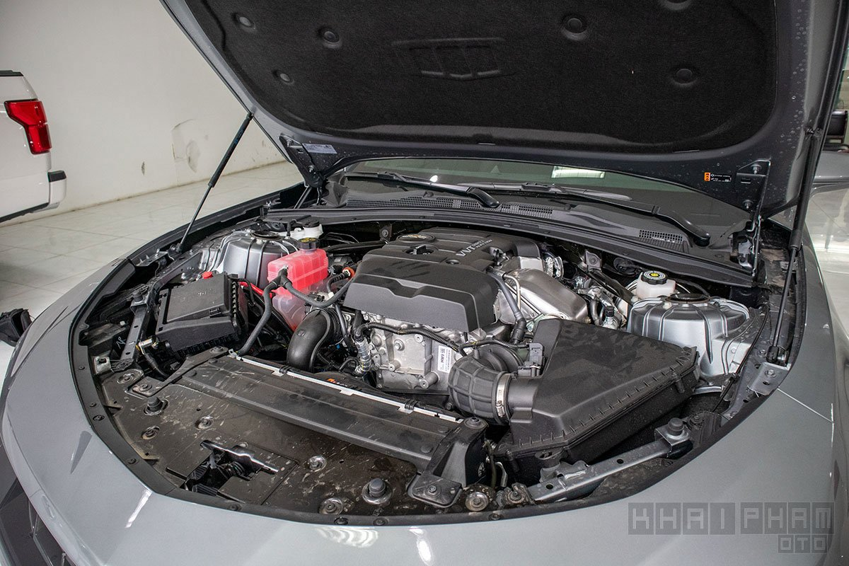 Ảnh chụp động cơ xe Chevrolet Camaro mui trần 2019-2020