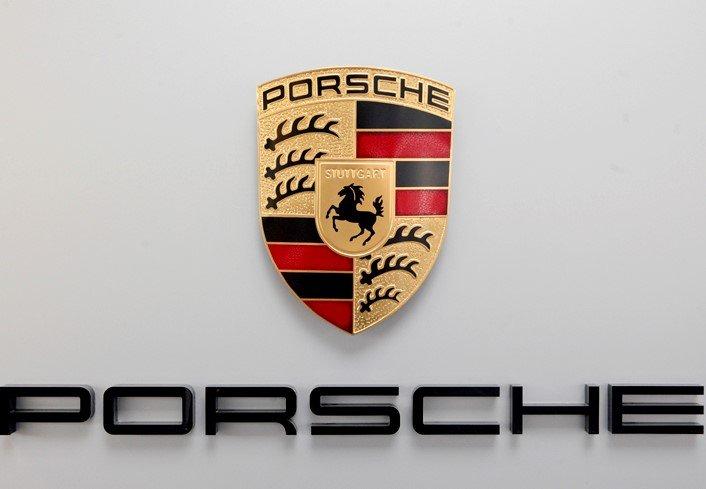 Quá trình hình thành và ý nghĩa logo xe Porsche a7