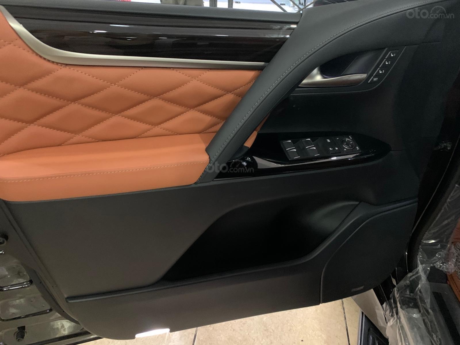 Bán xe Toyota Land Cruiser VXS 5.7 đời 2020, phiên bản 4 chỗ MBS cao cấp duy nhất Việt Nam (11)