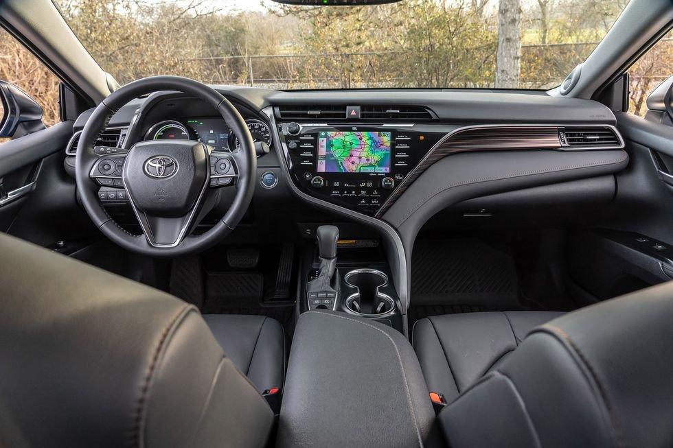 So sánh Honda Accord 2019 và Toyota Camry 2019 Hybrid - Trang bị Camry