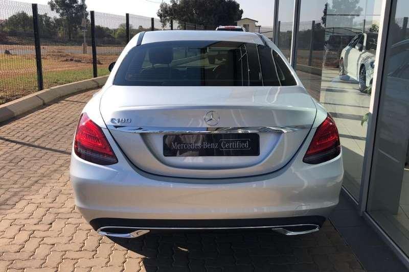 Mercedes-Benz C 180 2020 hứa hẹn sẽ tạo ra áp lực không nhỏ lên các đối thủ có mức giá tương đồng .