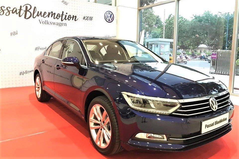 VW Passat BlueMotion High ưu đãi 100% phí trước bạ đón năm mới 1
