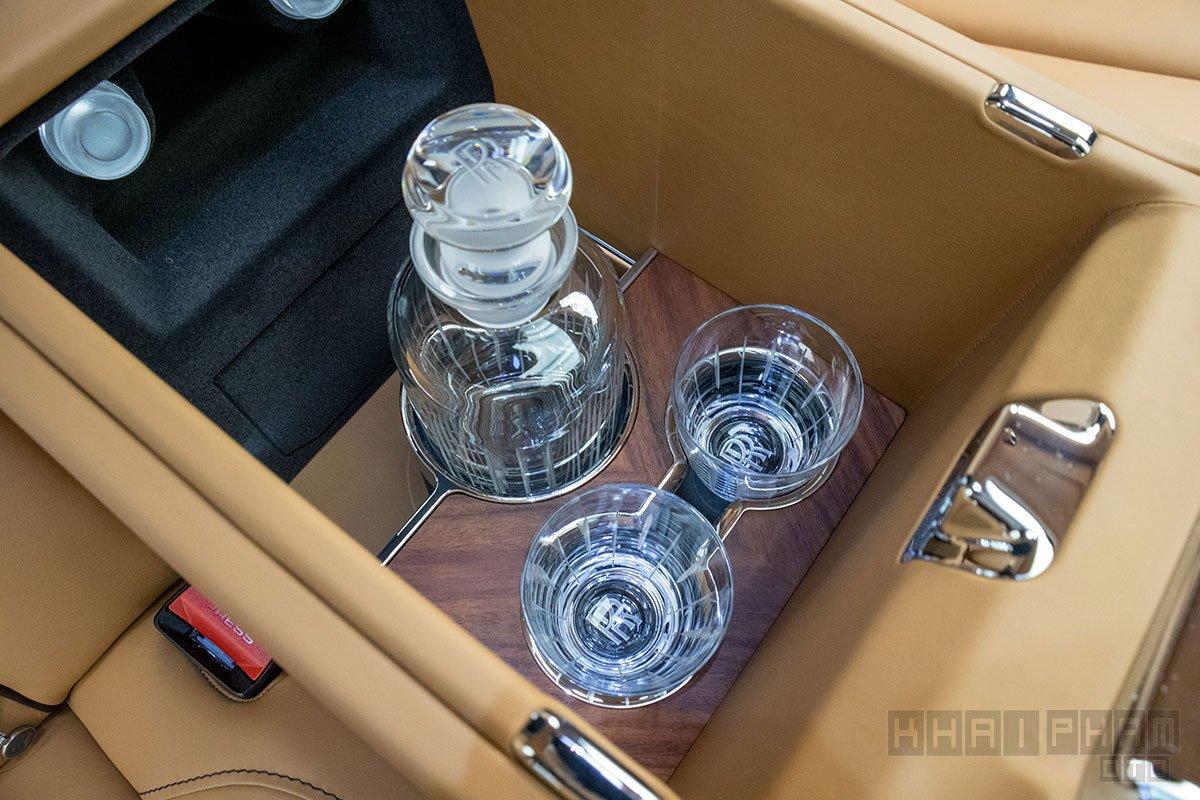Ly rượu xe Rolls-Royce Cullinan