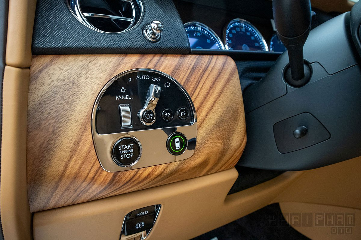 Nút bấm điều chỉnh xe Rolls-Royce Cullinan