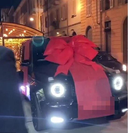 Ronadol được bạn gái tặng Mercedes-AMG G63 2020 dịp sinh nhật 35 tuổi a
