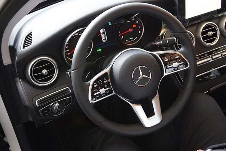 """""""Soi"""" chiếc Mercedes-Benz C200 mới cứng của tiền đạo U22 Tiến Linh a7"""