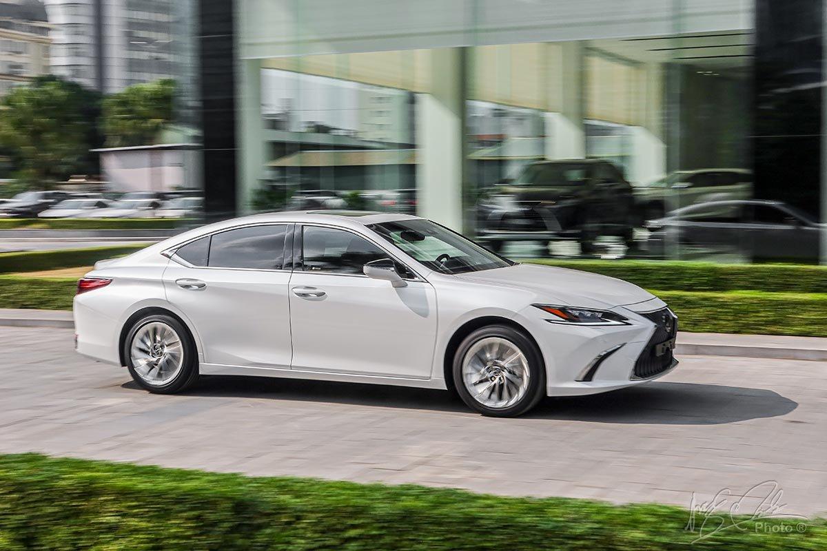 Đánh giá xe Lexus ES 250 2020: Vận hành mượt mà và tĩnh lặng là thế mạnh của chiếc xe này.