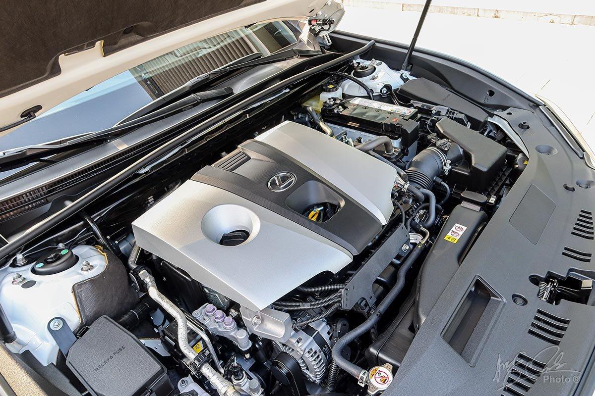 Đánh giá xe Lexus ES 250 2020: Động cơ phun xăng trực tiếp I-4 2.5L công suất 204 mã lực, mô-men xoắn 243 Nm.