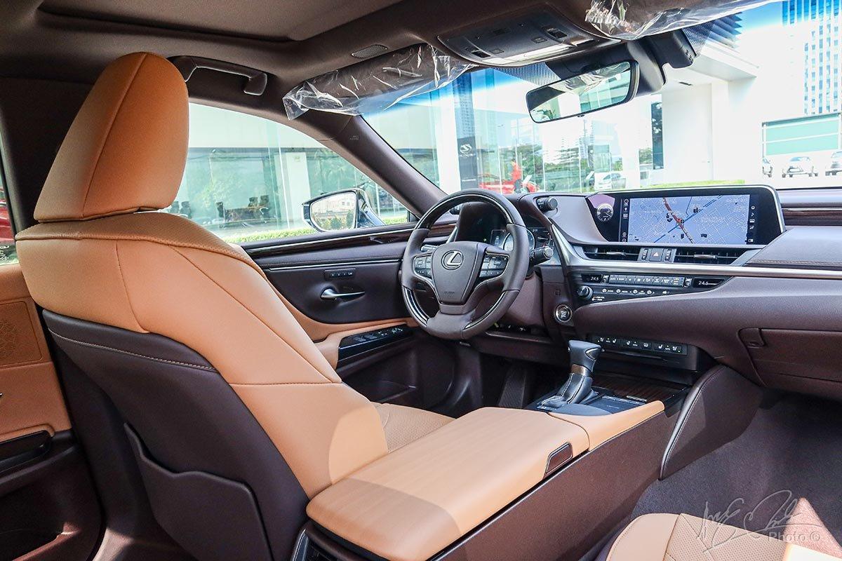 Đánh giá xe Lexus ES 250 2020: Thiết kế nội thất cũng được lấy cảm hứng từ Lexus LS.