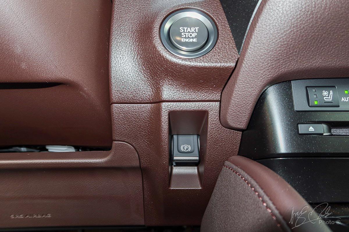 Đánh giá xe Lexus ES 250 2020: Nút bấm khởi động và phanh tay điện tử.