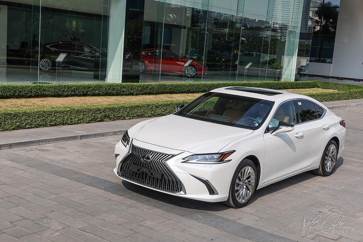 Lexus ES 2020 bán tại Việt Nam có 2 phiên bản để khách hàng lựa chọn.