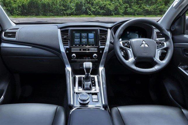 Không gian nội thất Mitsubishi Pajero Sport 2020 vẫn được giữ nguyên từ thế hệ cũ 1