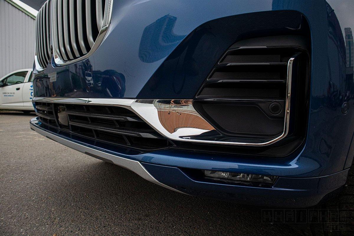 Ảnh chụp cản trước xe BMW X7 2020