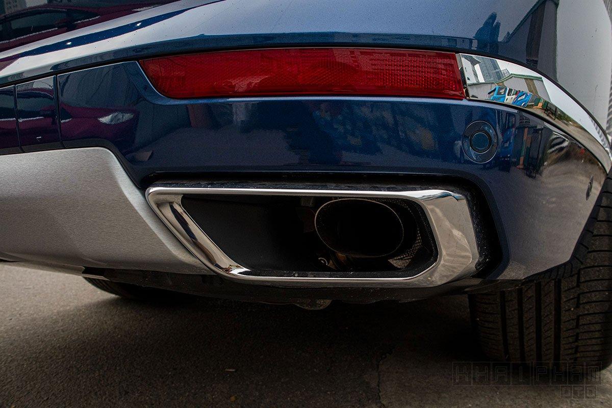 Ảnh chụp ống xả xe BMW X7 2019-2020