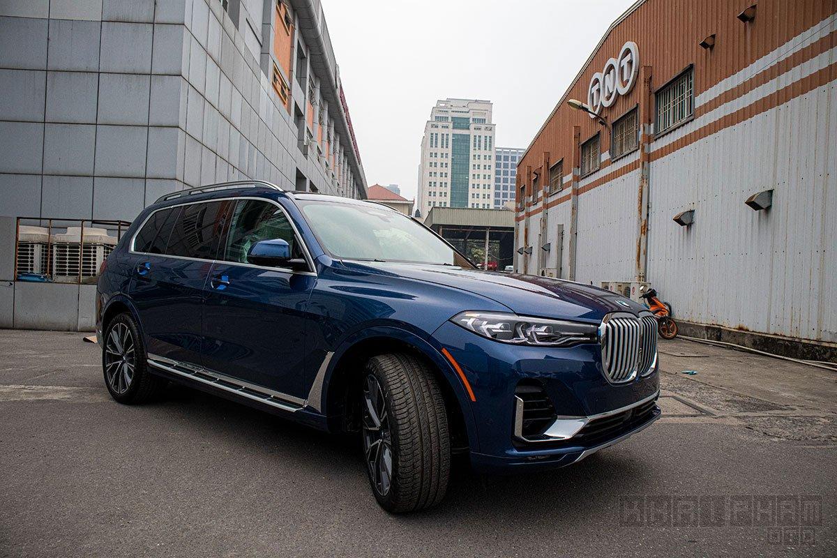 Anh chụp trước xe BMW X7 2019-2020: