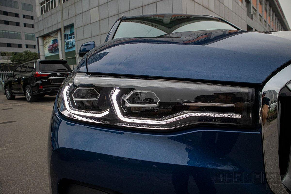 Ảnh chụp đèn pha xe BMW X7 2019-2020