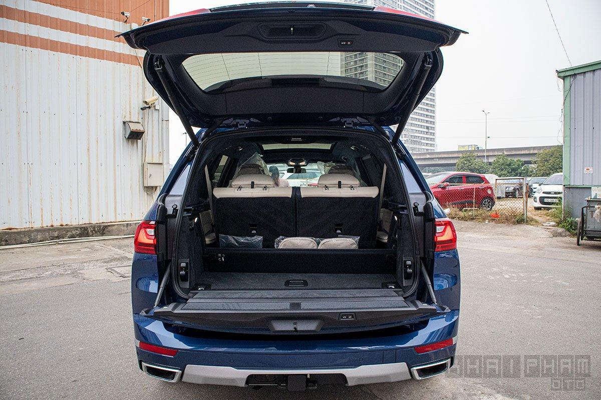 Ảnh chụp khoang hành lý xe BMW X7 2019-2020
