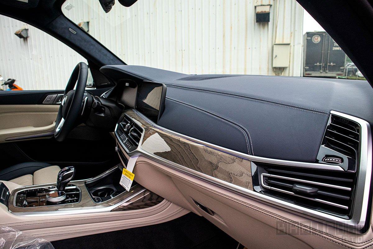 Ảnh chụp táp-lô xe BMW X7 2019-2020