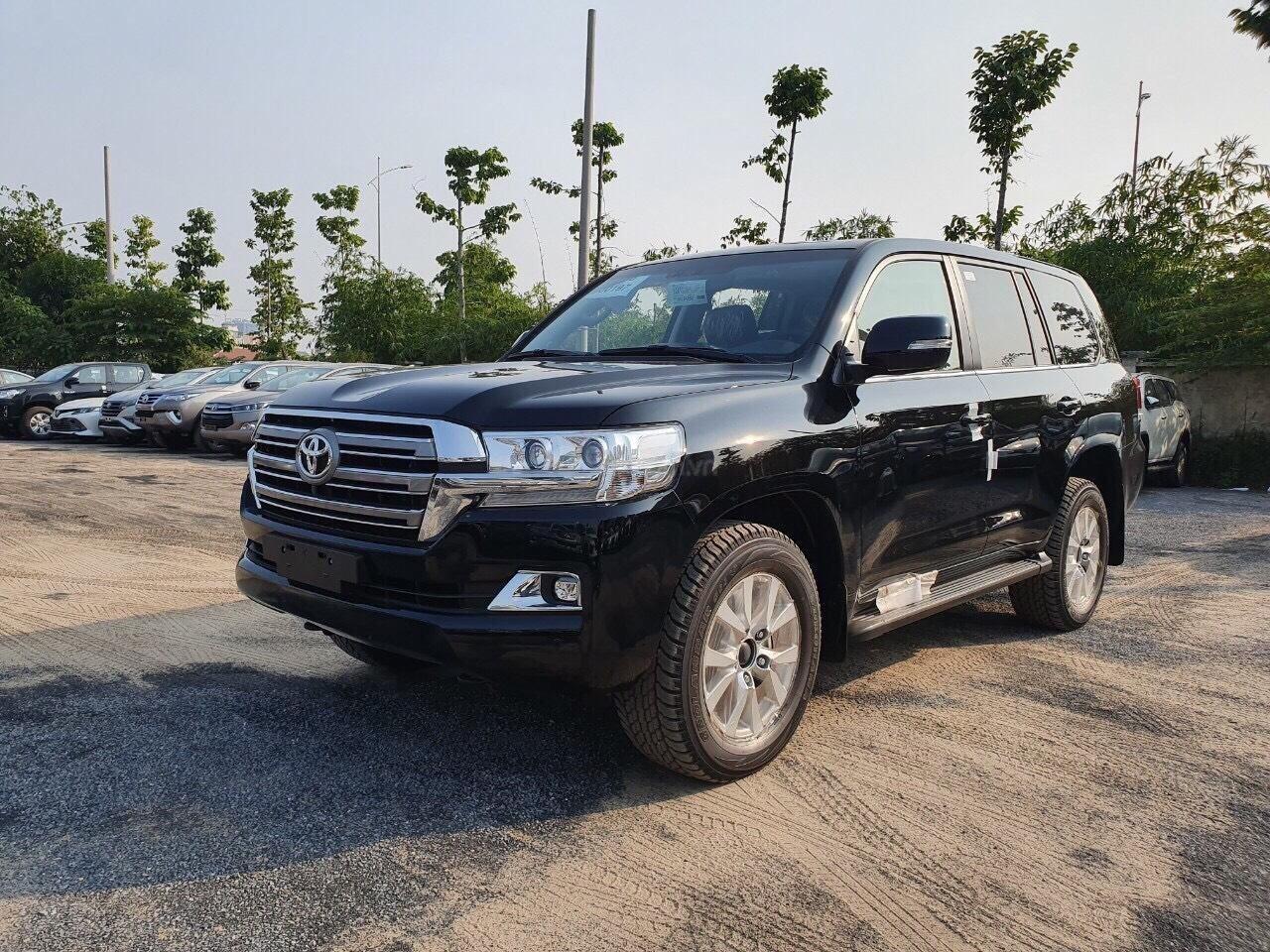 Toyota Land Cruiser 2020 màu đen 1