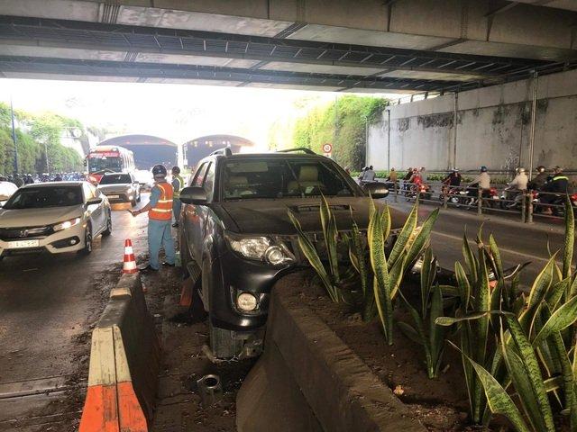 Lỗi vượt xe không đúng quy định trong hầm đường bộ bị phạt bao nhiêu từ năxm 2020?