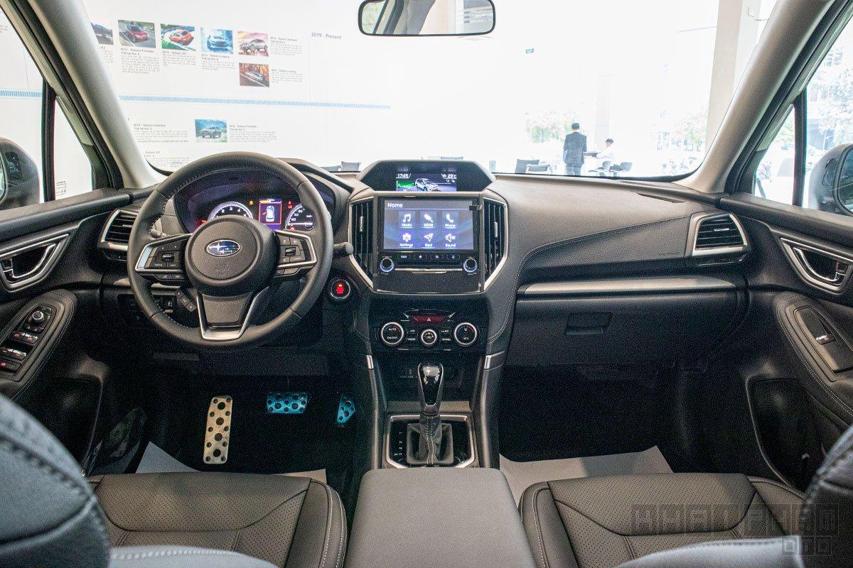 Nội thất Subaru Forester đơn giản và không quá cầu kỳ về phong cách.