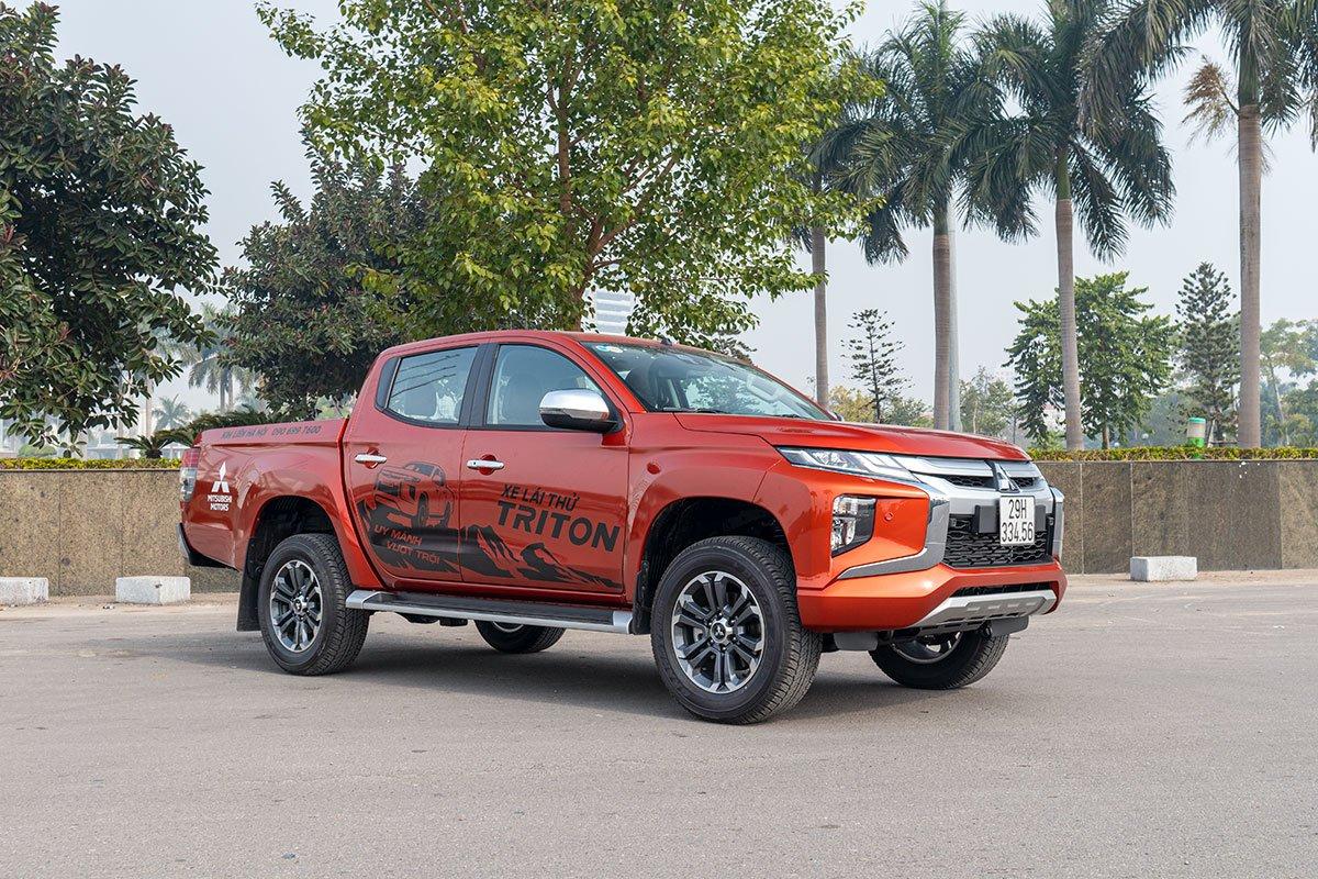 Khách hàng mua Mitsubishi Triton trong tháng 02 sẽ nhận được nhiều quà tặng giá trị 1