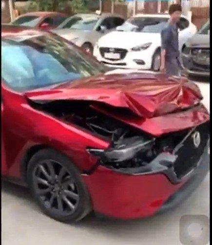 """Đại lý thử phanh khẩn cấp xe Mazda 3 2020: Nhận kết quả """"khóc không nổi"""" a1"""