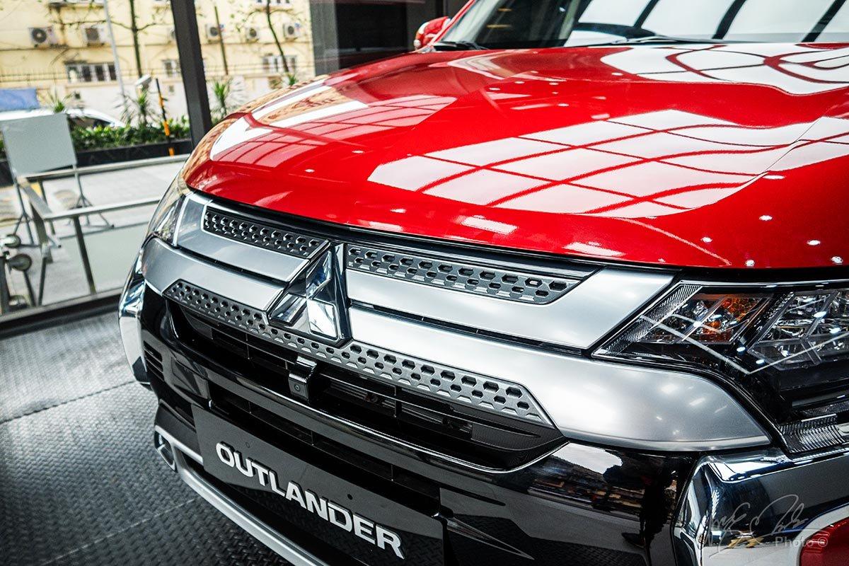 Thiết kế lưới tản nhiệt trên Mitsubishi Outlander phiên bản mới.