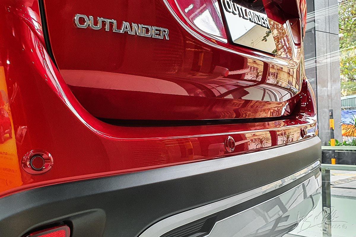 Cảm biến lùi trên Mitsubishi Outlander 2020.