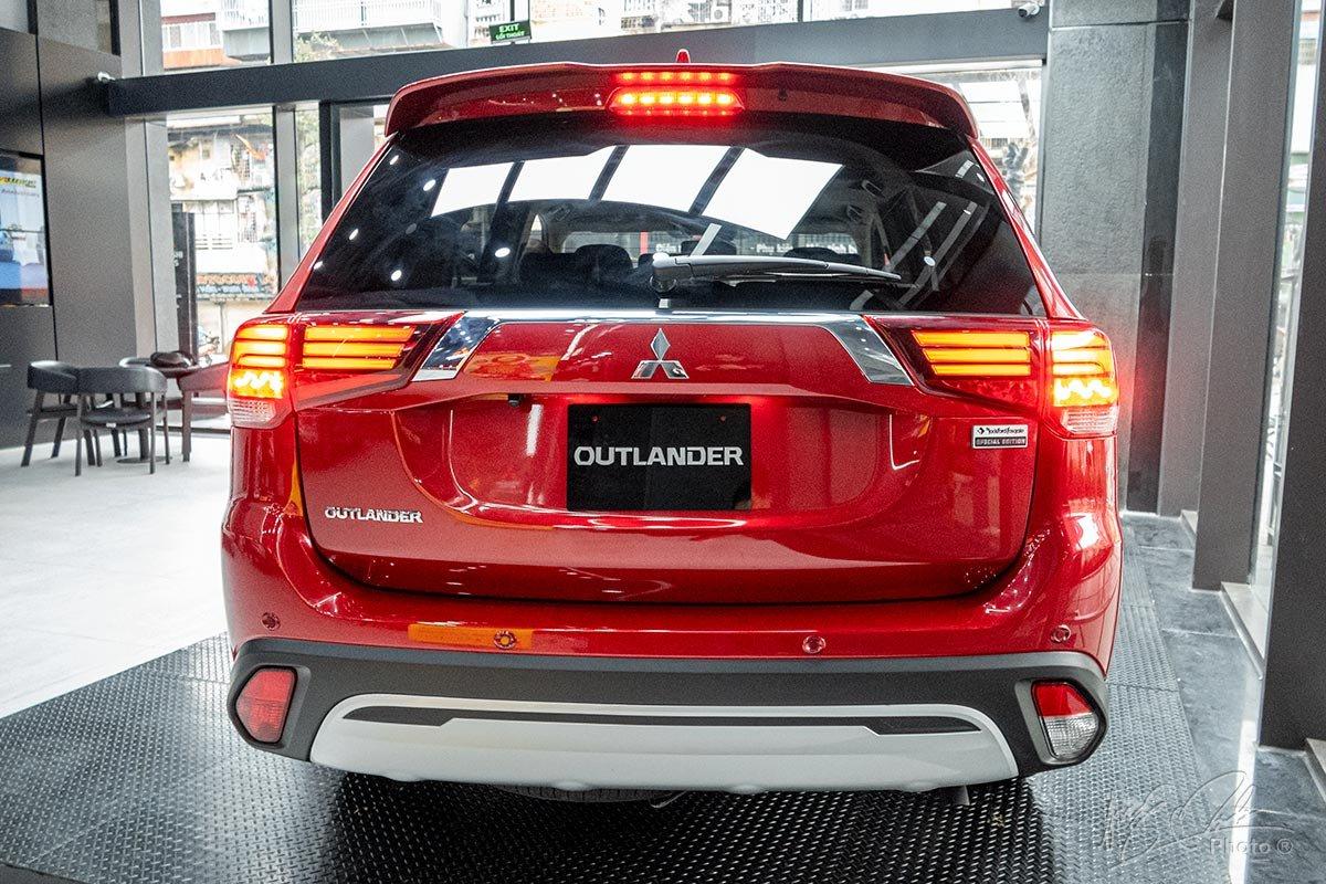 Phần đuôi xe của Mitsubishi Outlander 2020.