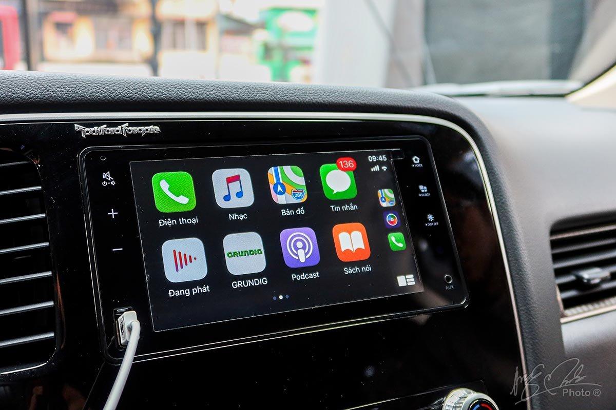 Màn hình cảm ứng tương thích với tính năng Apple CarPlay và Android Auto.