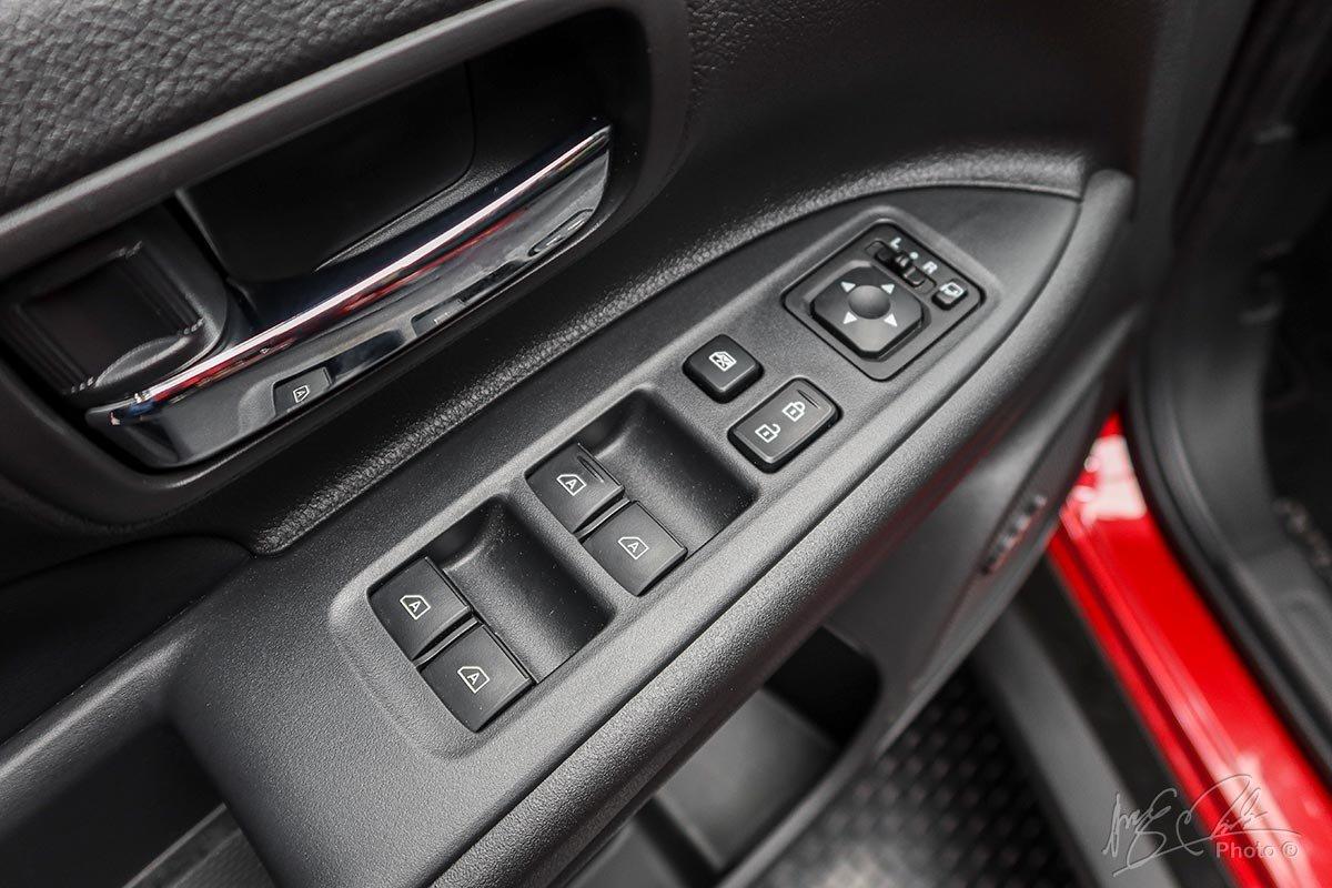 Kính cửa điện điều khiển 1 chạm (Cụm điều khiển vị trí lái) trên Mitsubishi Outlander 2020.