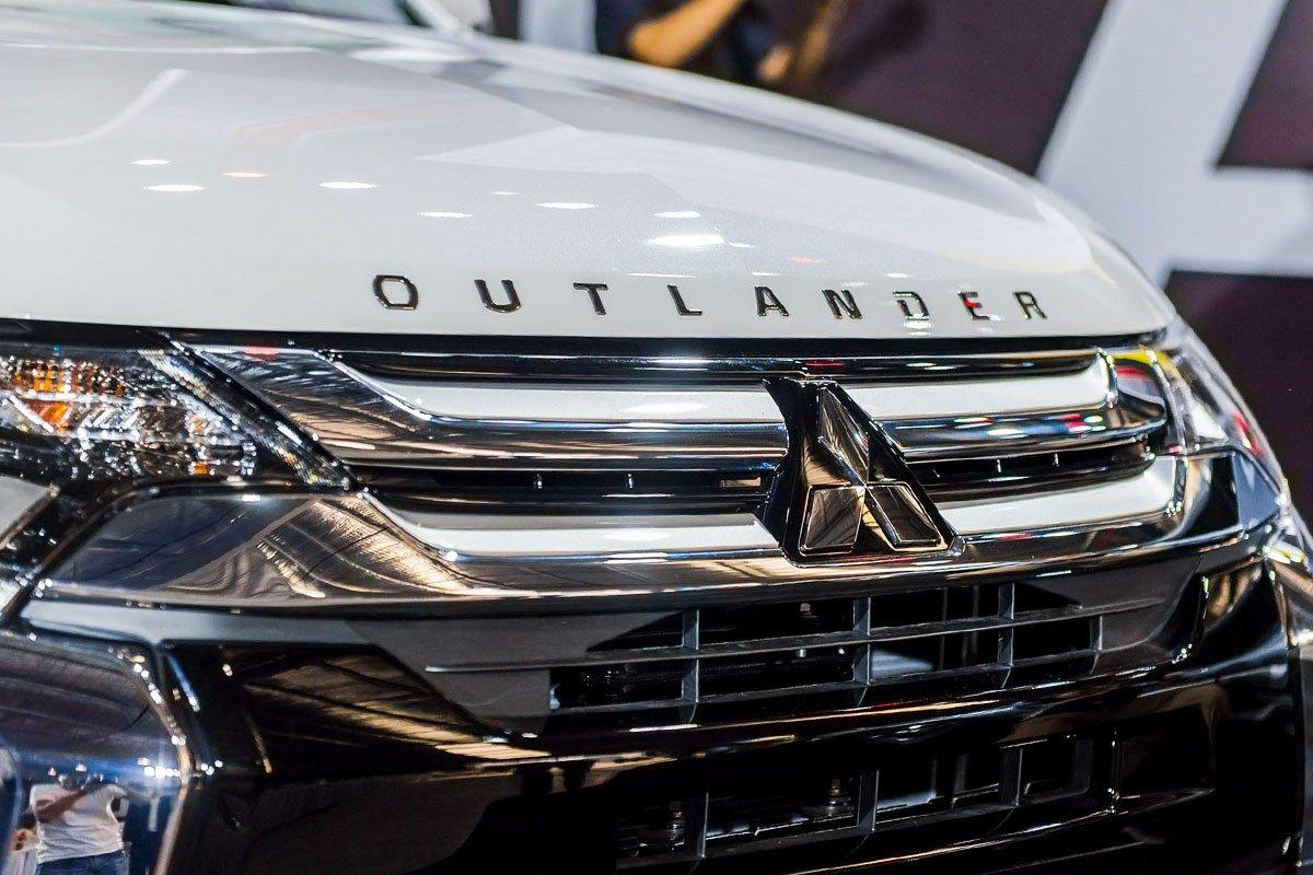 Thiết kế lưới tản nhiệt trên Mitsubishi Outlander phiên bản cũ.