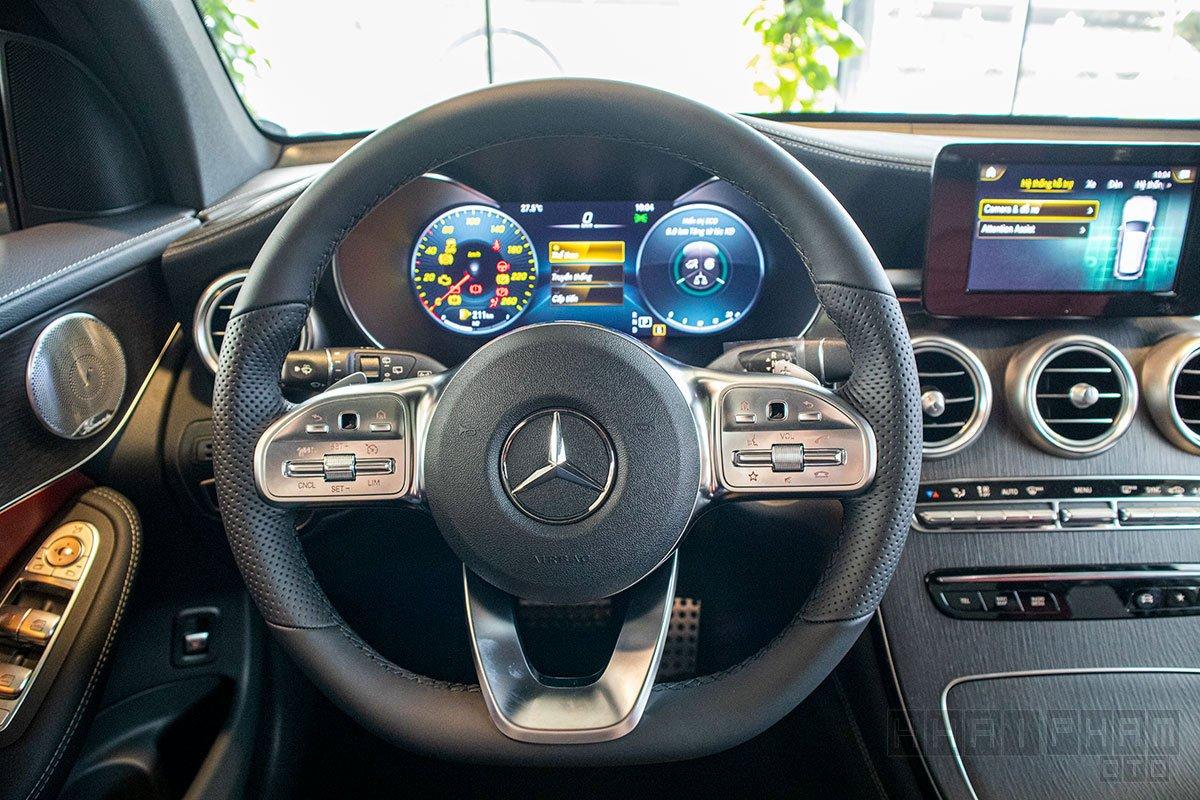 Ảnh chụp vô-lăng xe Mercedes-Benz GLC 300 2020