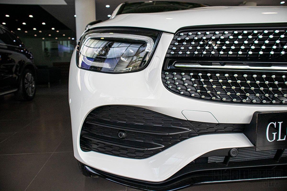 Ảnh chụp đèn pha xe Mercedes-Benz GLC 300 2020