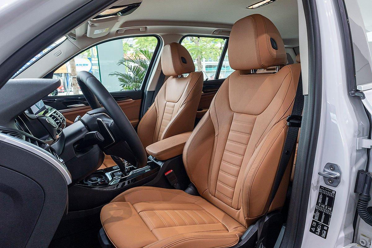 Ảnh chụp ghế trước xe BMW X3 2020