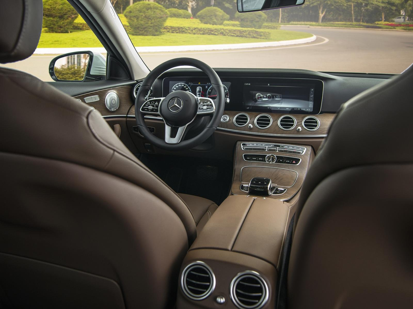 Thông số kỹ thuật xe Mercedes-Benz E 200 Exclusive 2020 a3