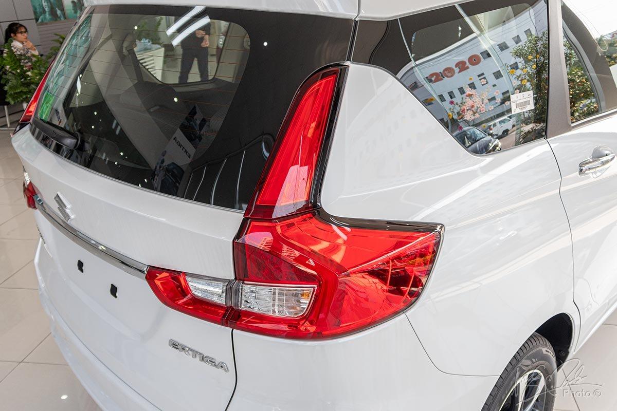 Đánh giá xe Suzuki Ertiga 2020: Cụm đèn hậu hình chữ L.