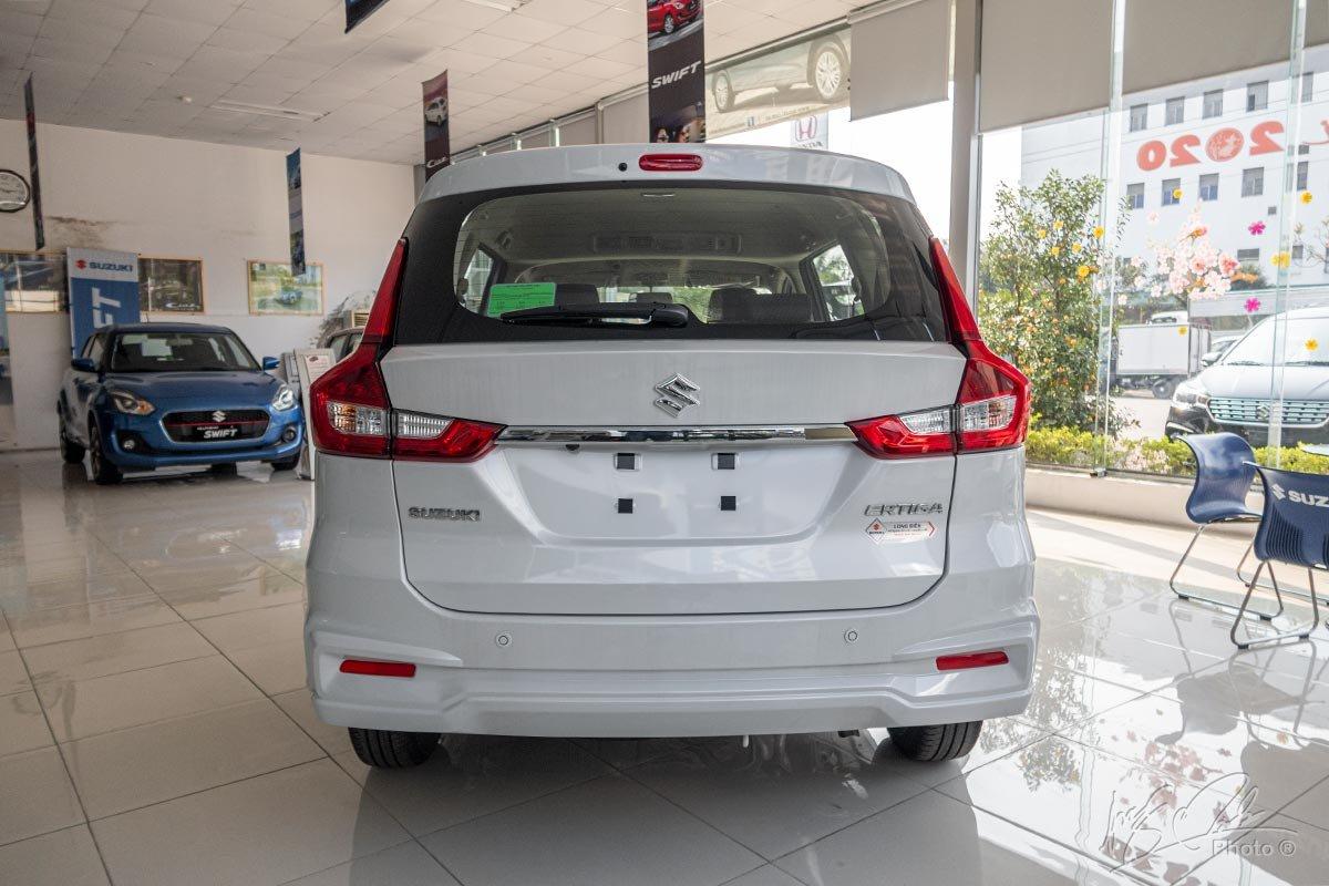 Đánh giá xe Suzuki Ertiga 2020: Cụm đèn hậu hình chữ L ấn tượng.
